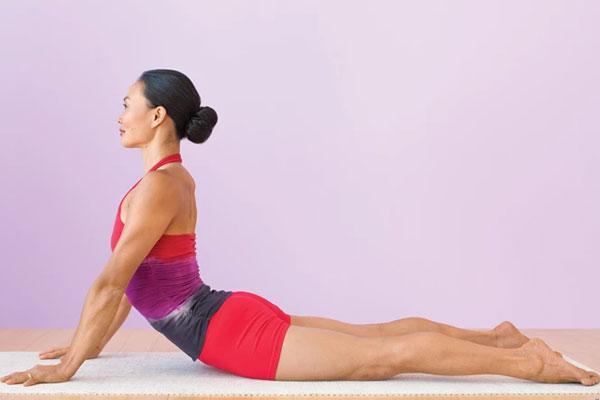 Posizione cobra dello Yoga